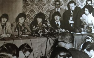 Barrow, Tony - holding a microphone with Epstein and The Beatles
