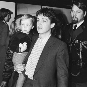 James McCartney sammen med farmand, 1979