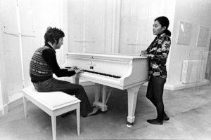 John Lennon og Yoko Ono under optagelsen af Imagine