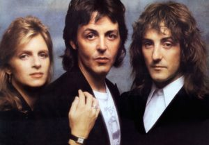 Denny Laine, i Wings, med Linda og Paul McCartney