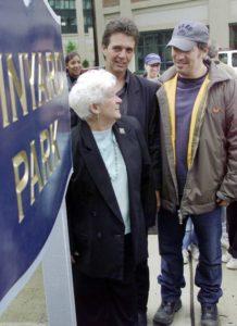 George Theiss, sammen med Bruce Springsteen og Marion Vinyard i Freehold, 2002